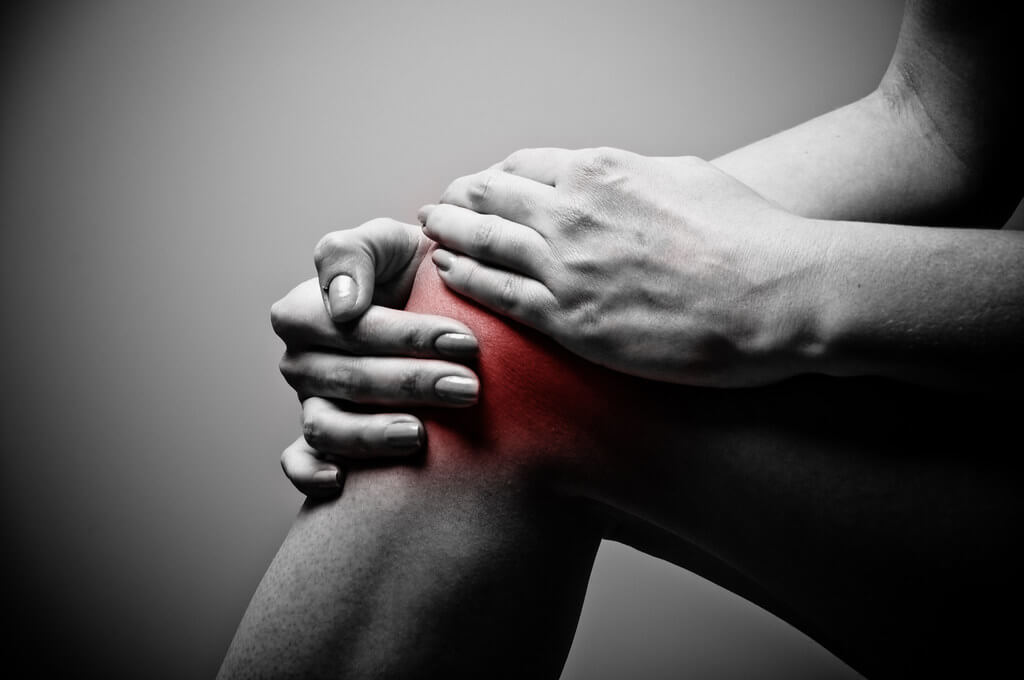 CBD Oil for Knee Pain- Effects, Benefits, and Usage