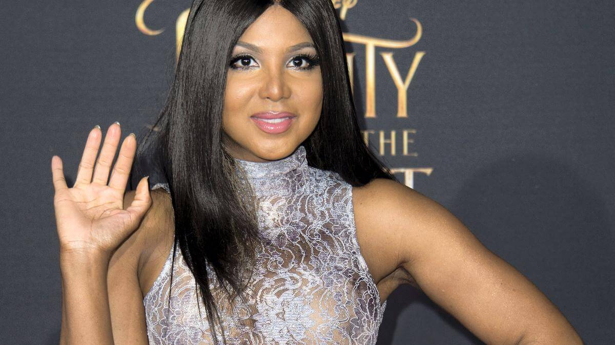 Toni Braxton Uses CBD-Infused Face Mask for Having a Younger-Looking Skin